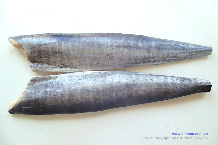 Spanish mackerel fillet skin-on<br />Latin name: Scomberromorus commerson<br />Size: 300-500gr, 500-800gr, 800-1200gr